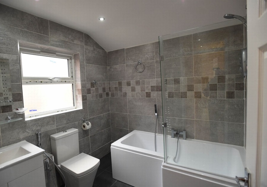 BATHROOM REFURBISHMENT BY KIRK CONTRACTS