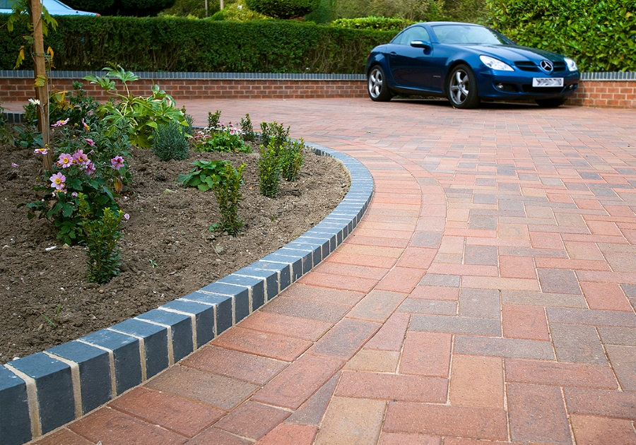 DRIVEWAYS, PATHS & PAVING